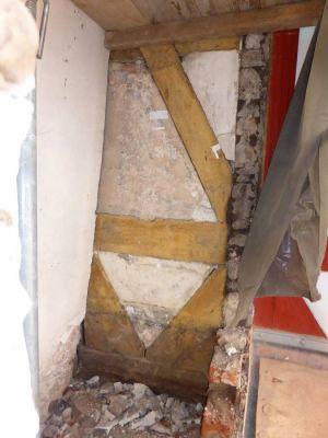 Eine freigelegte Fachwerkfassade vom Sieberflügel. In der Ecke Sieberflügel/Marstall gab es schon immer in der ersten Etage eine zurückgesetzte Fassade. (Foto: Staatliches Baumanagement Südniedersachsen)
