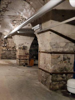 Im mächtigen Kellergewölbe unter dem Uhrenturm und dem Sieberflügel/Grauer Flügel ist die Heizungsanlage für das Amtsgericht installiert. (Foto: Peter Bischof)