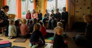 Beim Vorlesen (Foto: K. Koch)
