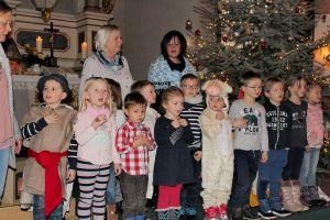 Zwischen den vielen Worten übernahmen die Kindergartenkinder und Erzieherinnen das Programm.