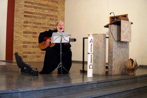 Pastor i.R. Friedrich Seven gestaltete den Einführungsgottesdienst mit.