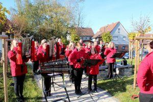 ...und musikalischer Begleitung durch den Spielmannszug Bartolfelde.