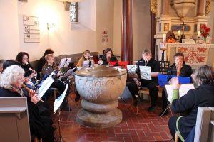 Das Mehrgenerationen-Quartett begleitete den Gottesdienst musikalisch.