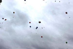 Luftballons mit Segenssprüchezetteln im handlichen Format.