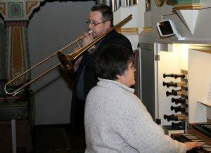 Sigmar Knobloch solistisch auf der Posaune und Kantorin Peppler an der Orgel