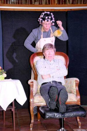 """""""Hermann, was machst Du da?"""" Szene einer Ehe, wie sie Loriot protokolliert hat."""