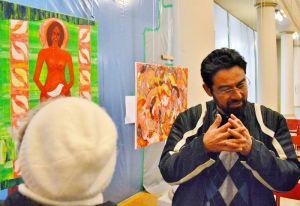 …weshalb der Künstler auf Wunsch der Besucher jedes seiner Werke erläuterte.