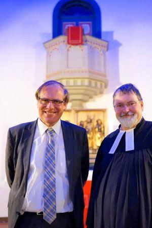 Reformen sollen voranbringen finden Landrat Bernhard Reuter und Pastor Andreas Schmidt.