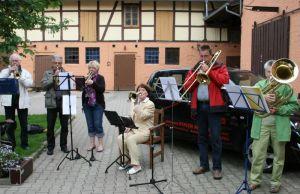 Ein Geburtstagsständchen seiner Musikerfreunde vom St. Andreas Posaunenchor