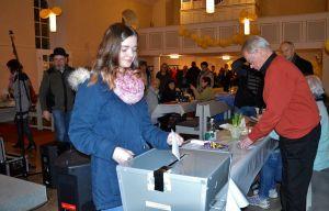 …kurz nach Mitternacht war Celine die allererste Wählerin – vermutlich nicht nur in Steina, sondern in ganz Niedersachsen.