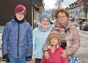 Ingrid Scherger und ihre Enkelkinder, Foto: Christian Dolle