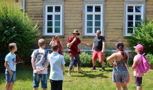 Unterhaltsam: Viel Spaß am Gemeindehaus der St. Andreas-Gemeinde.