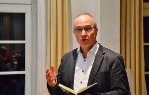"""Spürt ein """"unglaubliches ehrenamtliches Engagement"""": Pastor Walter Merz."""