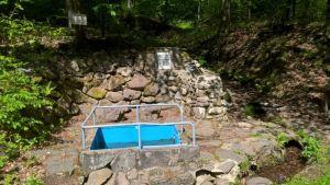 ...erreichen Sie diese idyllische Wassertretstelle inmitten unberührter Natur.