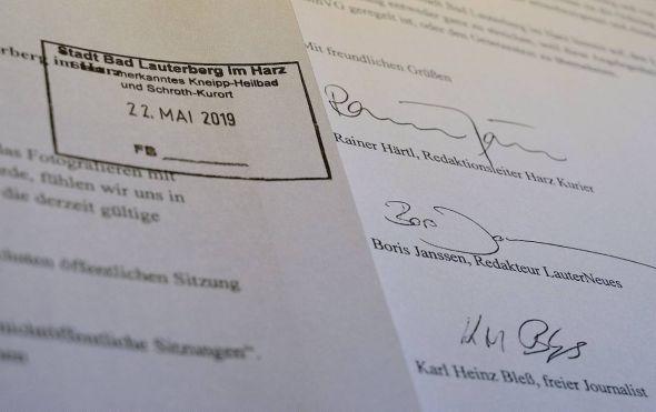 Die Vertreter von Harz Kurier und LauterNEUES haben zusammen mit Karl Heinz Bleß ihr gemeinsames Schreiben persönlich beim Bürgermeister abgegeben.