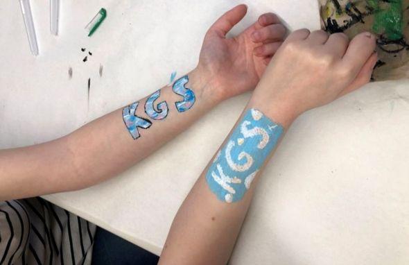 Hier sieht man die Kunstwerke der Schülerinnen.