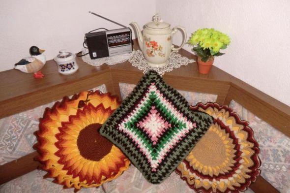 Unsere Astrologin: Elfriede Schneckenbeck (gerade beim Kaffeeklatsch nebenan)