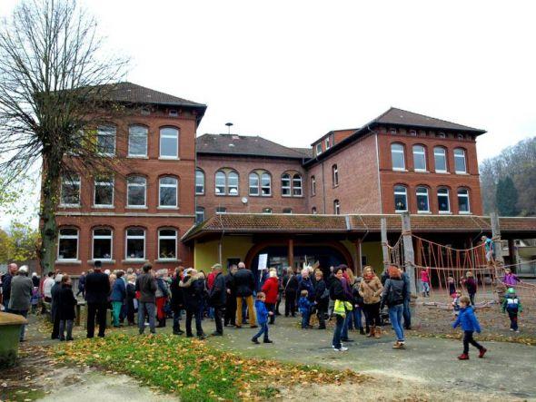 Vor zwei Wochen haben die Kernstädter noch alleine für ihre Grundschule demonstriert, jetzt müssen alle Bad Lauterberger zusammenarbeiten, um das Beste aus dem Gebäude zu machen.