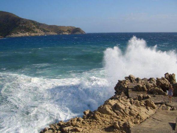 Wasser und Fels, Gegensätze prallen aufeinander