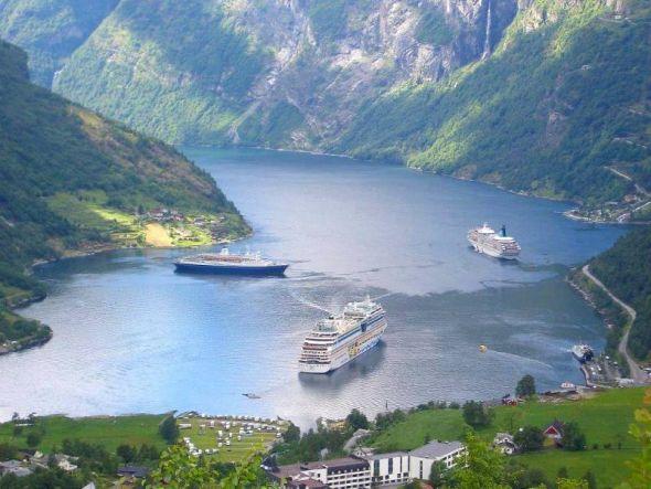 Aidasol ankert im Geirangerfjord, der seit 2005 zum Weltnaturerbe gehört.