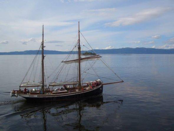Zweimaster im Trondheimsfjord