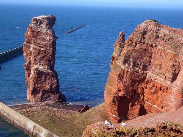 Die Lange Anna auf Helgoland ist eine Felsnadel aus rotem Buntsandstein.