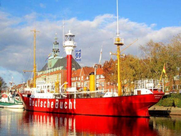 Das ehemalige Feuerschiff Deutsche Bucht im Hafen von Emden.