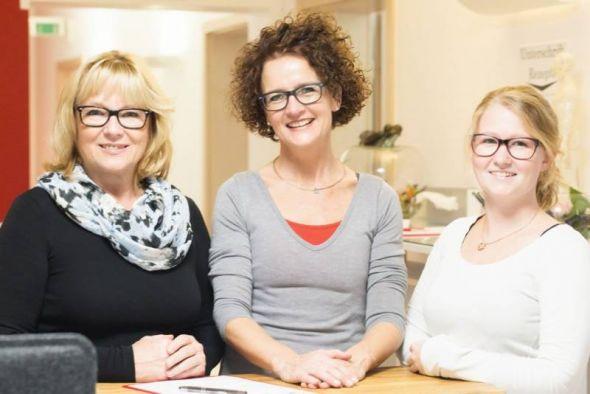 Das Praxisteam: Ute Sommer, Marita Schenk-Eulitz und Karolin Höfert