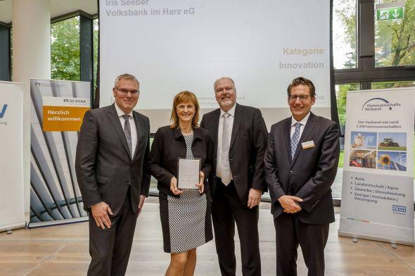 Umrahmt von den Experten der DZ Bank AG: Iris Seeber, Leiterin Firmenkundenbank, und Torsten Janßen, Vorstand der Volksbank im Harz eG.