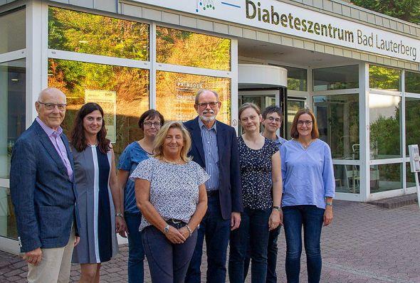 Freuen sich über die Kooperation (von links): Lothar Leifheit, Dr. Jana Henße, Martina Schrader, Ellen Herold, Dr. Dr. Wolfgang Schröter, Verena Werkmeister, Nicole Brendel und Mechthild Novottnick.