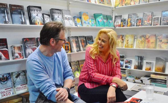 Roland Lange im Gespräch mit Autorin und Verlegerin Petra Mattfeld.