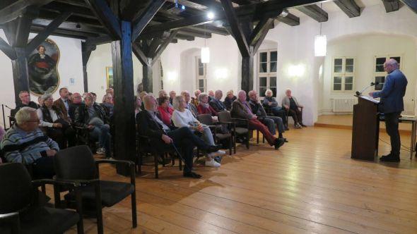 Prof. Freund traf bei seinem Vortrag auf einen großen und sehr interessierten Zuhörerkreis im Rittersaal des Welfenschlosses. Fotos: M. Kirchner
