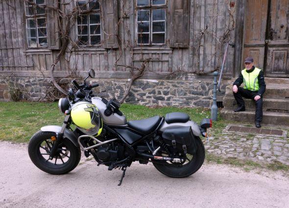 Seit seiner Buchrecherche selbst passionierter Biker: Autor Hans-Joachim Wildner (Foto: Monika Wildner)