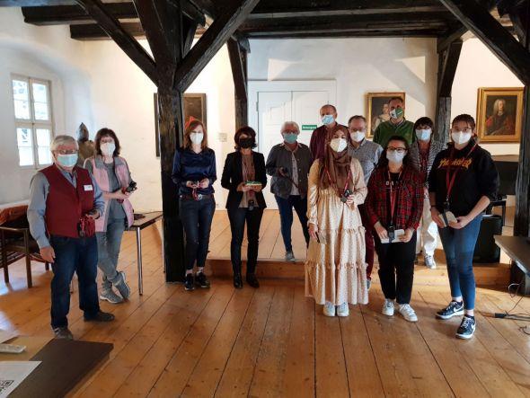Die Beteiligten an dem Projekt Audioguide im Rittersaal des Welfenschlosses Herzberg. Fotos: Peter Bischof