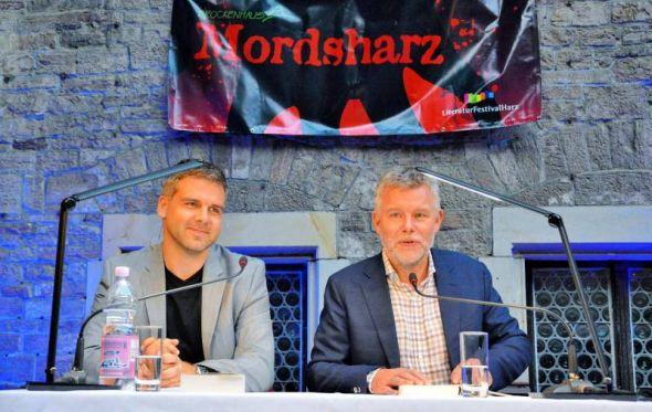 Arne Dahl (rechts) und Peter Lontzek sorgten für einen großartigen Festivalauftakt.
