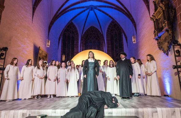 """""""In Paradisum"""" – das Finale einer eindrucksvollen Aufführung. (Fotos: Roland Obst)"""