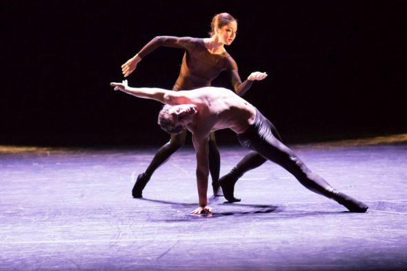 """Ausschnitt aus """"Westhoff"""" aus """"Die Seele erzählt nicht, sie tanzt; Ayako Kikuchi, Joshua Lowe. Foto: András Dobi"""
