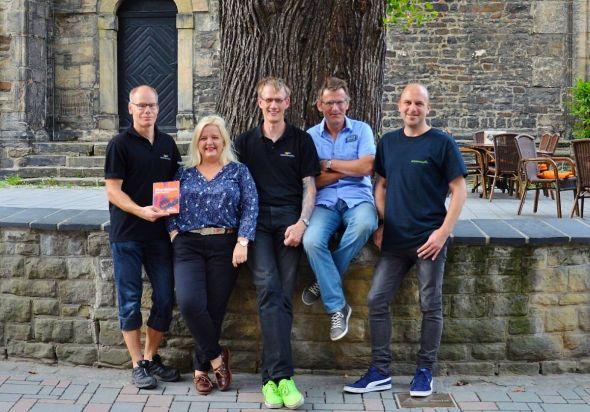 "Lobt den ""Harzer Hammer"" aus: Das Mordsharz-Team (von links) Andreas Sack, Susanne Kinne, Christoph Lampert, Roland Lange, Christian Dolle."
