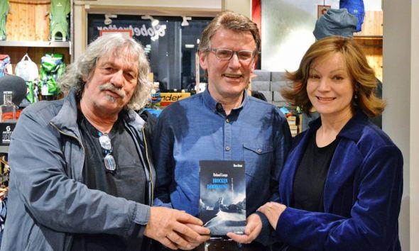 Kreative (Wahl-)Harzer (von links): Hans-Günther Bücking, Roland Lange und Marion Mitterhammer mit dem Buch Brockendämmerung.