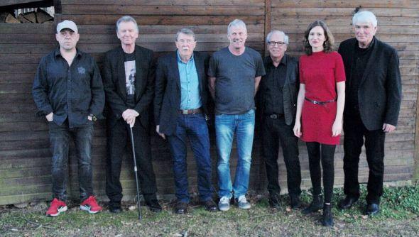Die alten und neuen Mad Maroons gemeinsam. Im Foto von links: Jörg Teyke, Dieter Mausi Manns, Jürgen Fatsy Menge, Klaus Feldhahn, Bernd Bauer, Daniela Bartels und Reiner Latschen Bartels. (Foto: Detlef Seidel)