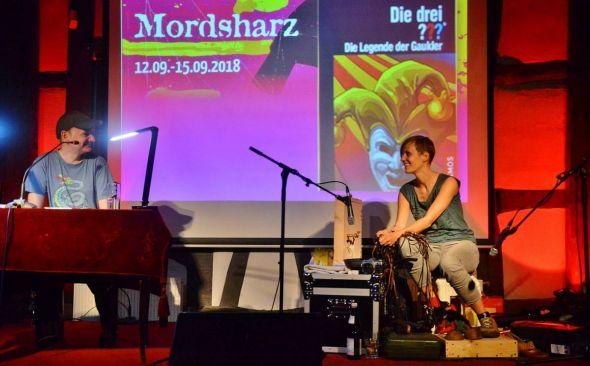 Mordsharz-Premiere in Thüringen: Den Anfang im Tabakspeicher in Nordhausen machte das gut abgestimmte Duo Dittert/Schwacke mit den Drei Fragezeichen.