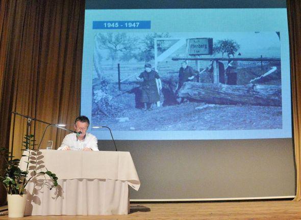 Ein besonderes Kapitel deutscher Geschichte: Nach dem zweiten Weltkrieg entstanden zwei deutsche Staaten. Die Grenze dazwischen wurde anfangs noch durch Zäune aus Holzpfählen markiert…