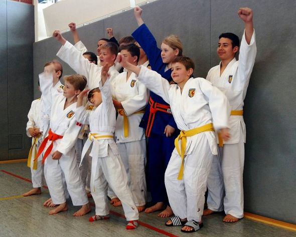 Freude nach erfolgreichen Kämpfen: Die Judoka des MTV Herzberg in Northeim. (Fotos: Klaus Wiedemann)
