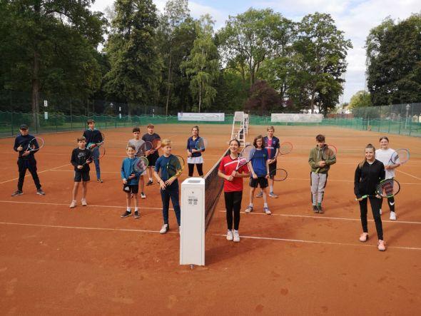 Die teilnehmenden Kinder und Jugendlichen mit Betreuerin Samra Sulejmanovic