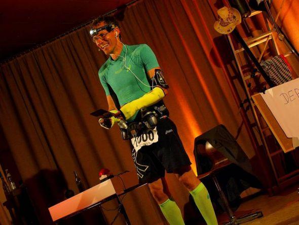 Der Profi muss es wissen: Dieter Baumann präsentiert, was ein Läufer so alles nicht braucht.