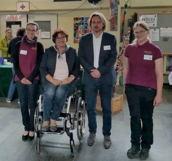 Gelingensfaktoren zusammengetragen (v.l.): Andrea Hagemann (Autismus Südost-Niedersachsen), Landesbeauftragte Petra Wontorra, Dirk Pruschke (Schulleiter der Wartbergschule) und Grit Bormann (1. Vorsitzende Autismus Südost-Niedersachsen).