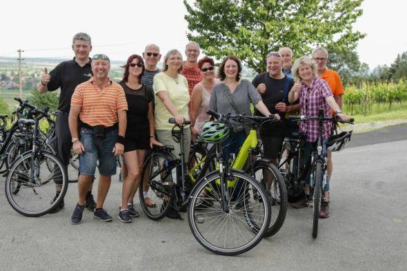 Mit dem E-Bike erkundeten Teilnehmer aus den LEADER-Regionen das Südburgenland mit seinen Genuss-Betrieben.