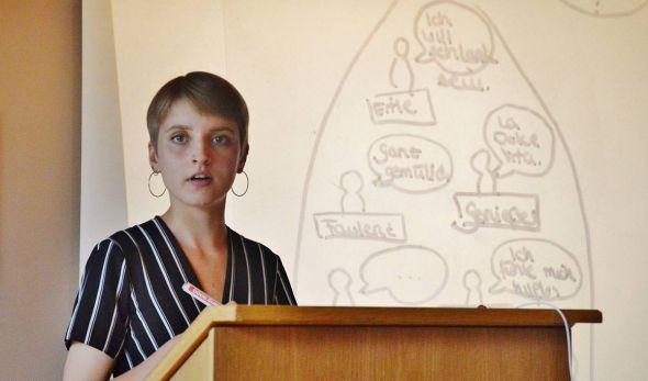 """""""Wer sich selbst versteht, kommuniziert besser"""": Johanna Dreyerbei ihrem Vortrag."""