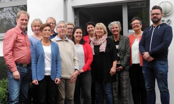 Abschluss der erfolgreichen Ausbildung (v. l.): Dr. Hartmut Wolter, Heike Albrecht, Sandra Oettel, Heiner Braun, Ingrid Brand, Ulrike Stahmann, Millaray Santander, Tanja Heiligenstadt, Gaby Quintscher, Kathrin Hodler, Eva Martin und Björn Brüntrup.