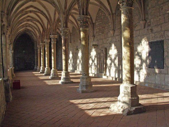 Zisterziensermuseum Kloster Walkenried: Das Licht bricht sich wunderschön bei der abendlichen Klosterführung (Foto: Günter Jentsch)